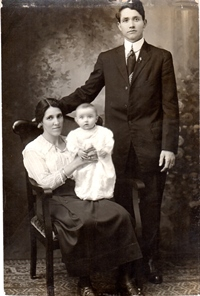 Lenny as a baby ( 1917 withparents Margaret and Pat Sansone, Norwood, Mass.